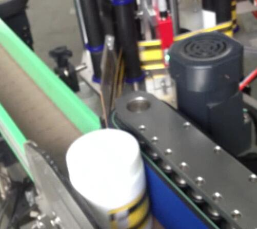Rund flaskemærkningsmaskine, aftapning og mærkning af maskine til bround suger-krukke