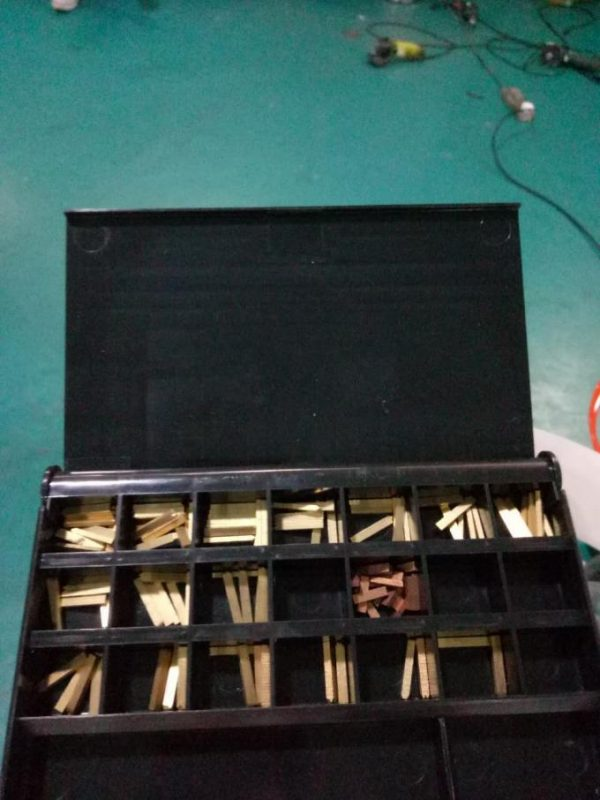 Mærke Automatisk Doubel Side Sticker Mærkningsmaskine med personsøgningsenhed og kodemaskine