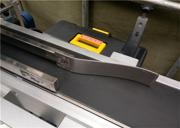 Automatisk fodring Top Mærkning Machine Sticker / selvklæbende Etiket type