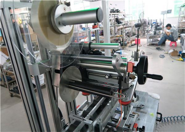Automatisk topmærkning maskine flad overflademærketapplikator med transportør / topmærkeudstyr