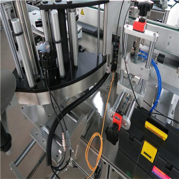 Mærkning / udstyr med firkantet flaskemærkning på forsiden med omretning