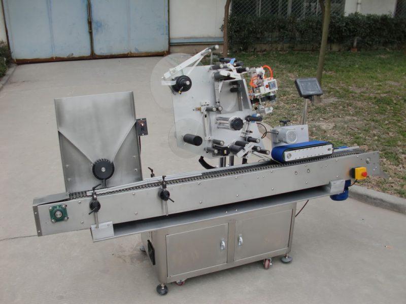 Kina transportbåndsmotor HY mærke hætteglas mærkning maskine, 7. batterimærke klistermærke maskine til elektronik leverandør