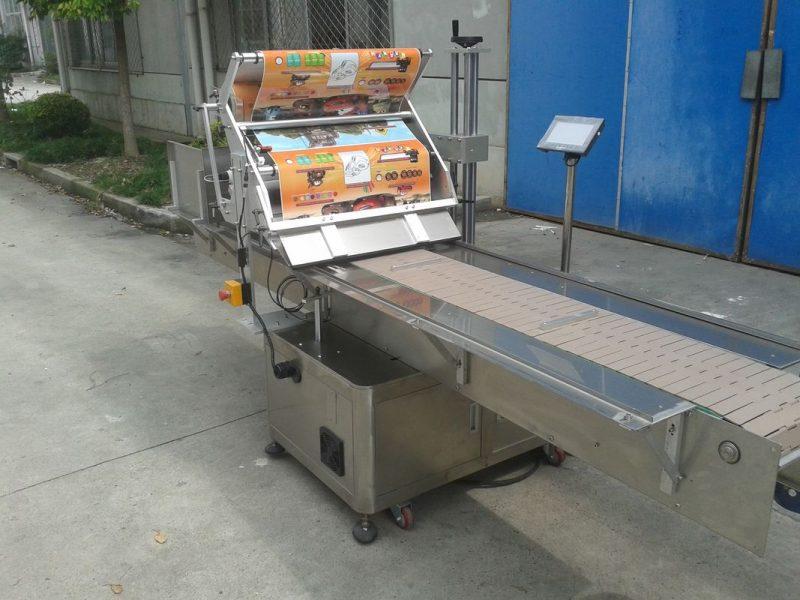 Kina Bordplade Selvklæbende klistermærke Flad overflademærkatapplikator med personsøgningsmaskine, der fodrer genstande leverandør