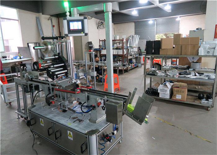 Kina Auto Top Mærkningsmaskine Flat Surface Label Applicator med transportør / Top Mærkeudstyr leverandør