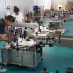 Tilpasset vandflaske mærkning maskine, automatisk bænk etiketter maskine