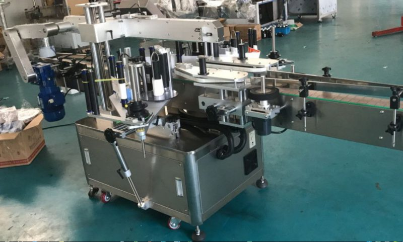 Kina High Speed Double Side Sticker Mærkningsmaskine til firkantet / rund / flad flaske leverandør