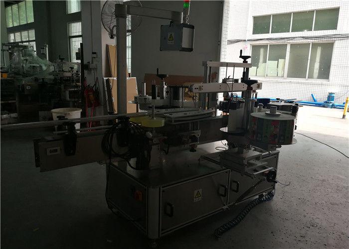 Kina Dobbeltsidet rund / firkantet / flad plastflaskemærkningsmaskine, automatisk flaskemærkeapplikator leverandør