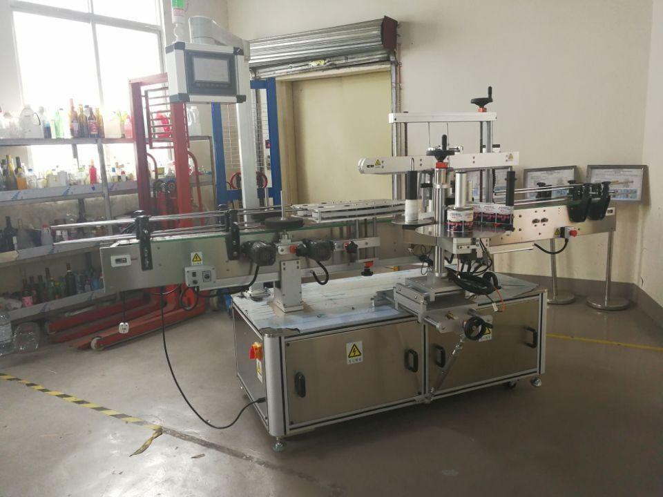 Fuldautomatisk firkantet flaskemærkning maskine vikles rundt til 3000-5000b / H
