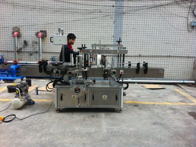 Kina Fuldautomatisk klæbende rund flaskemærkningsmaskine til kæledyrsflasker foran og bag leverandør