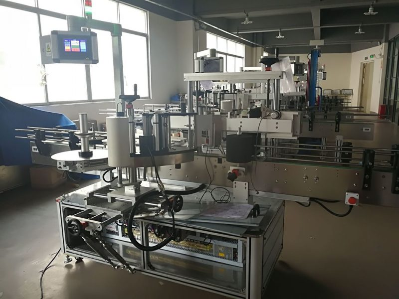 Kina flad flaskemærkningsmaskine, automatisk etiketapplikatormaskine PLC og berøringsskærm leverandør