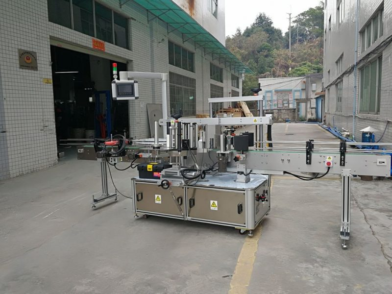 Kina tre sider automatisk firkantet flaske mærkning maskine elektrisk drevet type leverandør